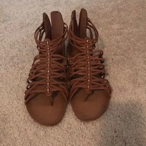 Arizona jeans women's size 11 cognac flat sandals